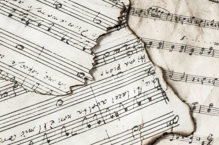 Musiknoten zerissen